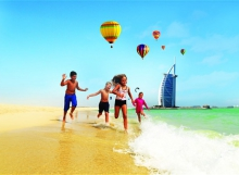 Dubai_beach_family_2196506b